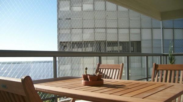 Protege a tus niños y mascotas con las redes para balcones de Gravity Works